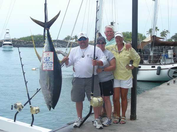 Ken benton catches 157 lb ahi tuna fishing in kona hawaii for Ahi tuna fish
